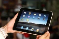 Dùng iPad ve vãn khách hàng