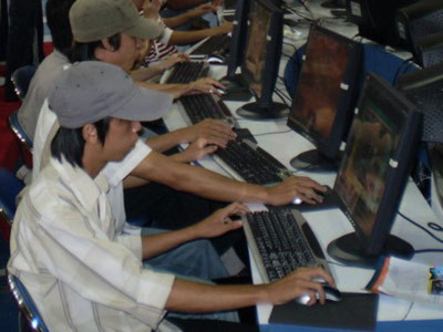Học sinh bị cấm vào quán Internet từ 8h-17h