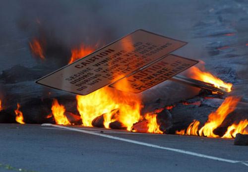 Kinh hoàng dung nham núi lửa nuốt chửng nhà dân ở Hawaii