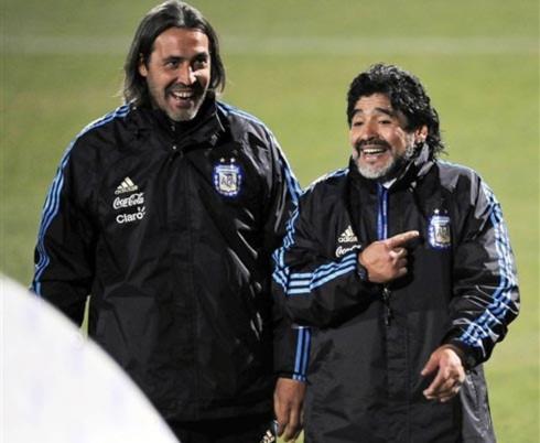 Maradona thôi làm HLV trưởng Argentina