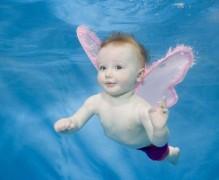 Ngộ nghĩnh các bé học bơi