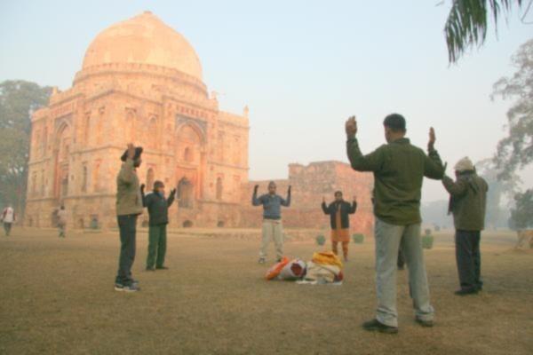 Một điểm tập luyện Pháp Luân Công tại Ấn độ