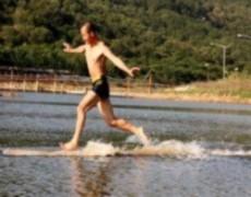 Sư Thiếu Lâm lập kỷ lục chạy trên nước