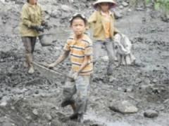 Tuổi thơ bị đánh cắp: Lầm lụi than trôi