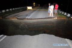 Vết nứt khổng lồ cắt ngang xa lộ ở Malayxia