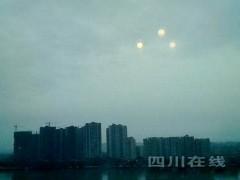 """3 """"mặt trời"""" xuất hiện tại Tứ Xuyên"""