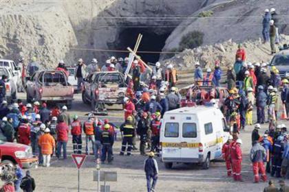 33 thợ mỏ Chile sống sót sau vụ sập hầm ở độ sâu 700m: Như một kỳ tích