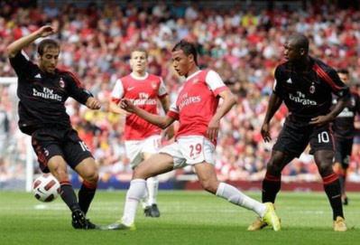 Arsenal và Milan chia điểm tại Emirates Cup 2010
