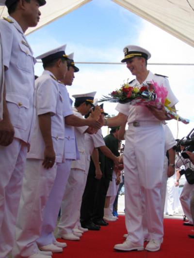 Cận cảnh tàu khu trục Hải quân Hoa Kỳ cập cảng Tiên Sa