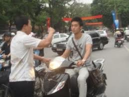 Cảnh sát 'hóa trang' không có quyền dừng xe người đi đường