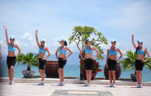 HHTG Người Việt khoe vẻ tươi trẻ trong trang phục thể thao của Triumph, Thời trang,