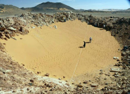 Hố thiên thạch 5000 năm ở Ai Cập