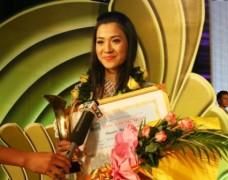 Nữ sinh ĐH Ngoại thương giành giải Én vàng 2010