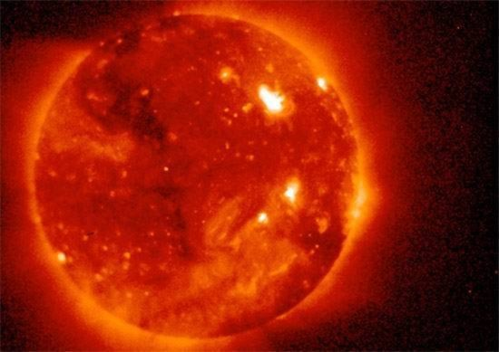 """""""Sóng thần mặt trời"""" sắp tấn công trái đất"""