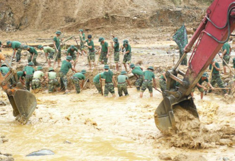 Tìm thấy 4 nạn nhân vụ sập đất tại Yên Bái