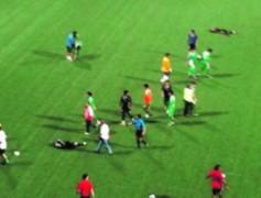 3 cầu thủ Singapore nhập viện sau cuộc loạn đả