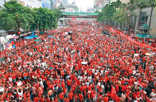 Áo đỏ Thái Lan kỷ niệm ngày đảo chính