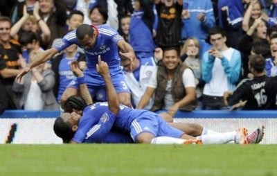 Chelsea kéo dài mạch toàn thắng