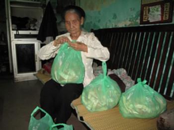 Cụ bà phố cổ 50 năm lo cơm cho cụ Rùa Hồ Gươm