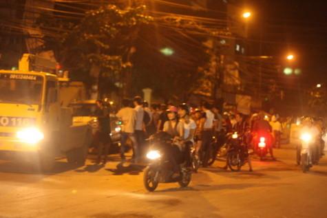 Hà Nội: Xe ô tô điên tháo chạy kinh hoàng lúc nửa đêm