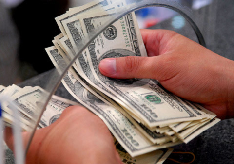 Đôla chợ đen vượt 19.700 đồng, vàng quay đầu giảm giá