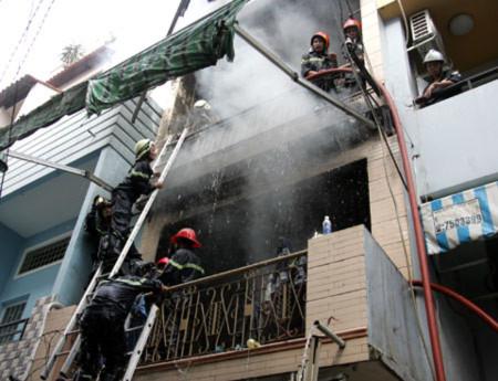 TPHCM: Nổ khu vực đặt bình ga, 1 người chết
