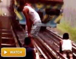 Đùa với thần chết trên đường ray tàu hỏa.