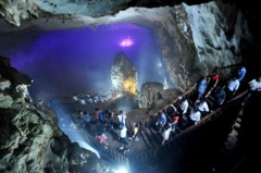 Vẻ đẹp kỳ ảo ở hang động khô dài nhất châu Á