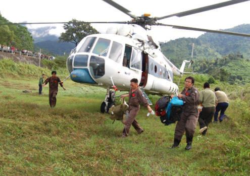 27 người chết vì mưa lũ, trực thăng tham gia cứu trợ