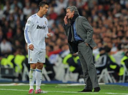 """Đánh bại Milan, Mourinho và Ronaldo thi nhau """"nổ"""""""