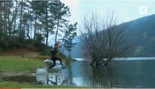 Chạy trên mặt nước - Tin180.com (Ảnh 1)