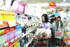 Người tiêu dùng mua hàng Việt Nam tại siêu thị