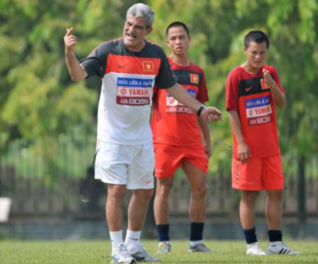 HLV Calisto tin tưởng Công Vinh kịp thi đấu AFF Cup