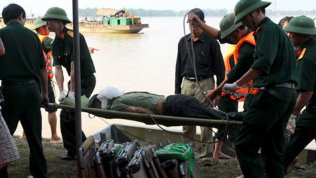 Kết thúc cuộc trục vớt xe và thi thể người bị nạn vụ chìm xe khách
