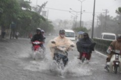 Khánh Hòa, Phú Yên: Sập nhà, ngập đường vì mưa lớn nhiều ngày
