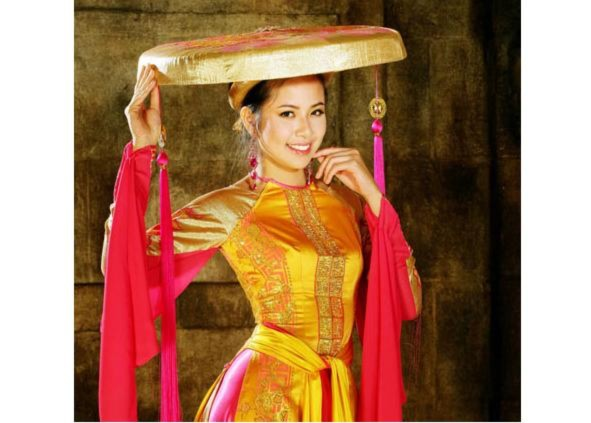 Kiều Khanh chọn áo tứ thân làm trang phục truyền thống