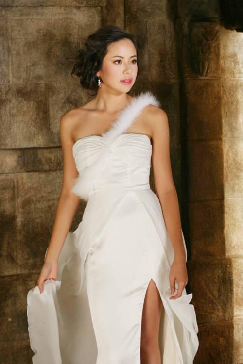 Kiều Khanh khoe trang phục dạ hội dự Miss World 2010: