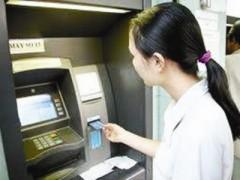 Gặp trục trặc khi rút tiền, khách hàng cần bình tĩnh để xử lý tình huống.