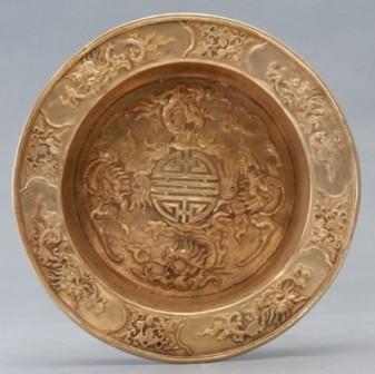 Chậu vàng, đúc năm Duy Tân thứ 5 (1911). Trọng lượng 1400 Gr
