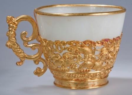 Chén ngọc bịt vàng, trọng lượng 776 Gr.