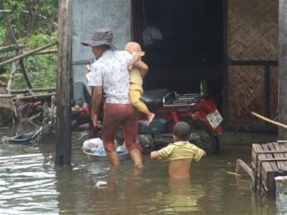 Lũ lớn và bất ngờ gây thiệt hại nặng nề cho người dân miền Trung, nhất là tỉnh Quảng Bình.