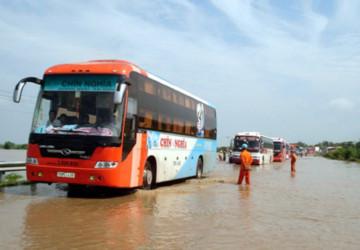 Giao thông trên quốc lộ 1A đoạn qua thị trấn bị ách tắc nghiêm trọng (Ảnh: PN)