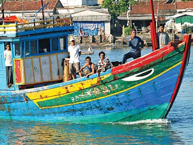 UBND tỉnh Quảng Ngãi cho biết, đến nay toàn tỉnh vẫn còn 22 tàu, 98 ngư bị nước ngoài giam giữ.