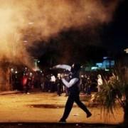 Người biểu tình ném đá vào cảnh sát chống bạo động ở Terzigno