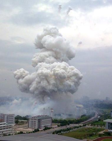 Nổ 2 container pháo hoa ở Mỹ Đình, 4 người chết