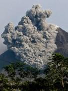 Núi lửa Indonesia phun trào đợt mới