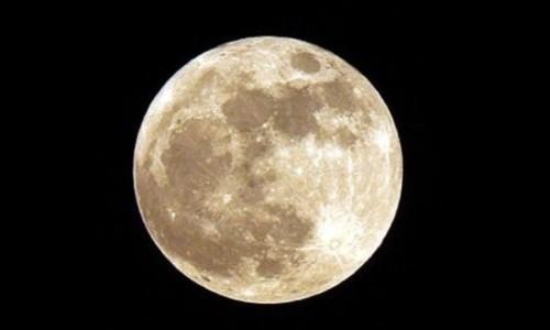 Nước trên mặt trăng đủ cung cấp cho một trạm vũ trụ. Ảnh: io9.