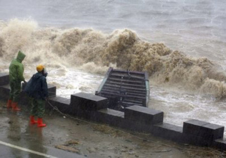 Siêu bão Megi tràn vào Trung Quốc.