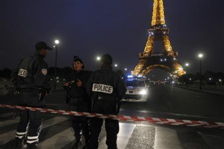 Tháp Eiffel lại sơ tán, châu Âu phá âm mưu tấn công nhiều thành phố
