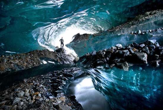 Thế giới kỳ ảo dưới lòng các dòng sông băng